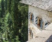 Pogled iz Predjamskega gradu